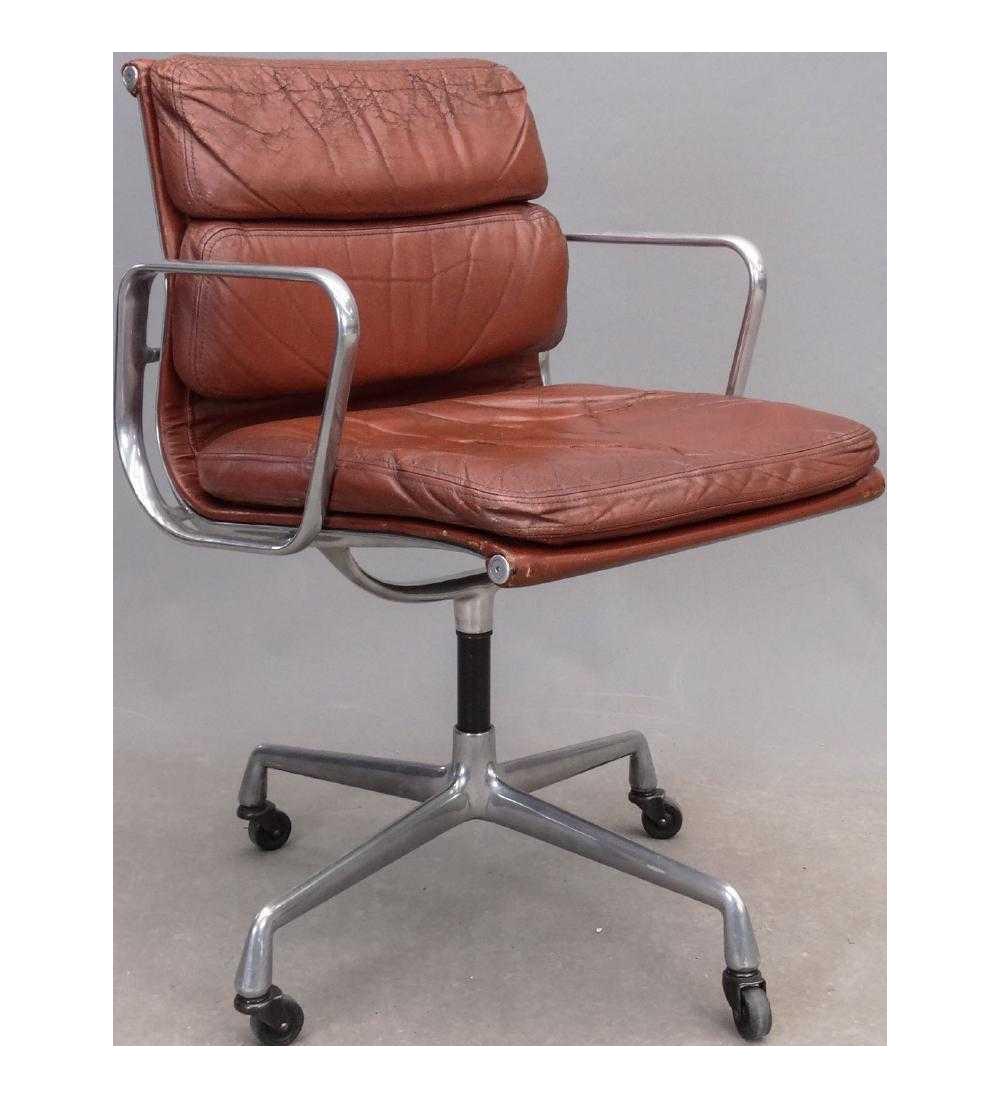 1970s Vintage Herman Miller For Eames Aluminum Group Soft Pad Management  Chair For Sale