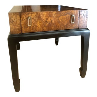 1970s Asian-Inspired Hekman Mapa Burl Veneer Accent Table For Sale