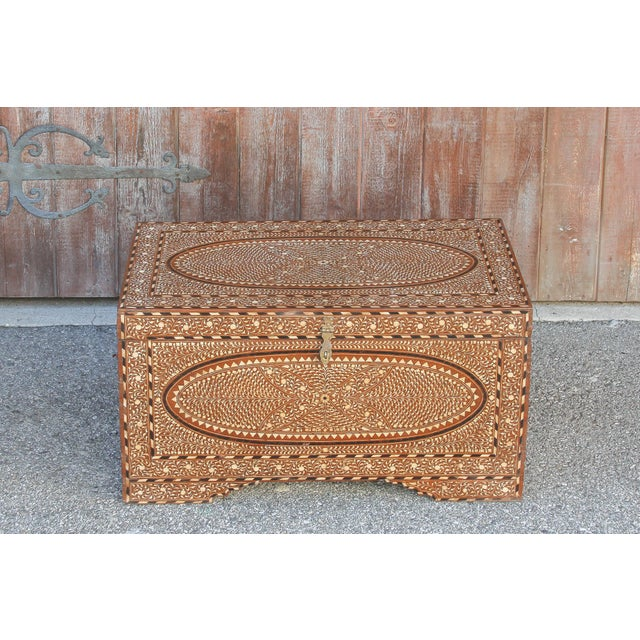 Fabulous Large Anglo-Indian Bone Inlay Titalee Trunk For Sale - Image 4 of 13