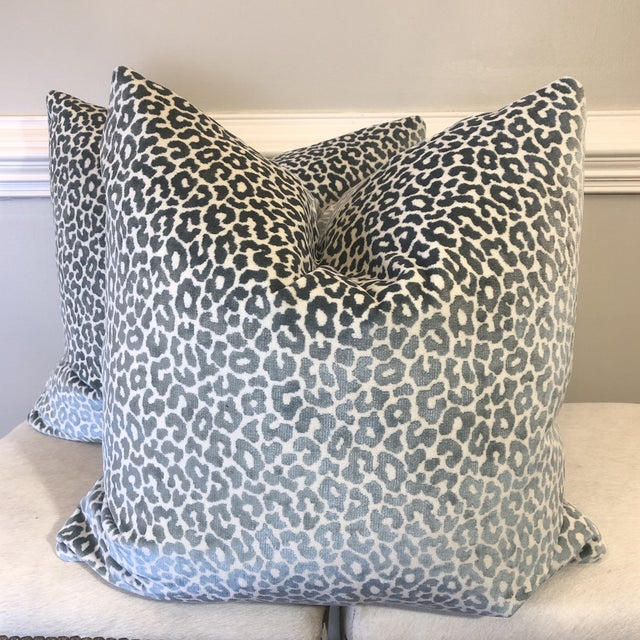 "Textile Schumacher ""Madeleine Velvet Cadet"" 22"" Pillows-A Pair For Sale - Image 7 of 7"
