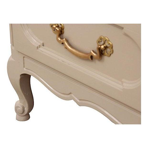 Century Furniture Taupe Provençal Dresser - Image 6 of 6