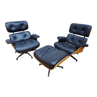 1950s Mid Century Modern Plycraft His and Hers Eames Lounge Chair and Ottoman in Black Leather - Set of 3 For Sale