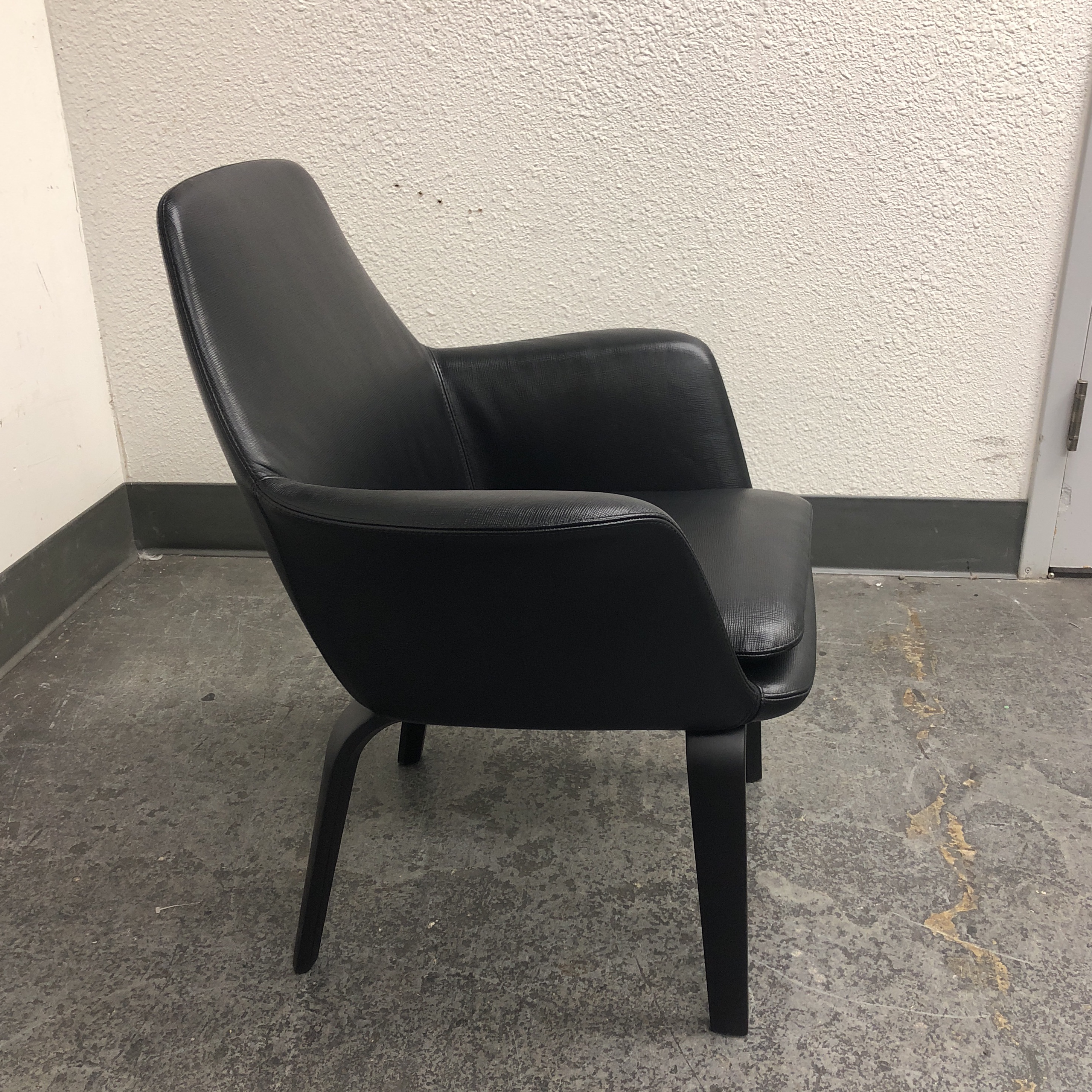 Minotti Black Leather Minotti York Lounge Chair For Sale   Image 4 Of 11