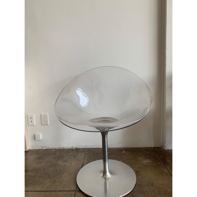 Mid-Century Modern Lucite and Chrome Swivel Chair by Philippe Starck For Sale - Image 3 of 8