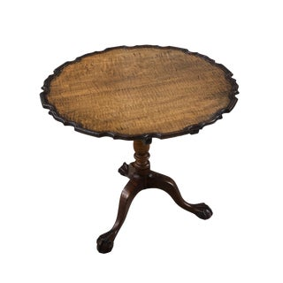 18th Century American Tiger Maple Tilt Top Piecrust Table For Sale