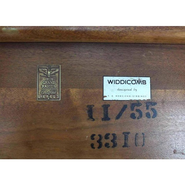 Lacquer Widdicomb Banded Mid Century Modern Side Table Tapered Walnut Leg For Sale - Image 7 of 7