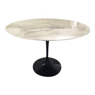 "Mid-Century Modern Knoll Saarinen 42"" Calacatta Marble Dining Table For Sale"