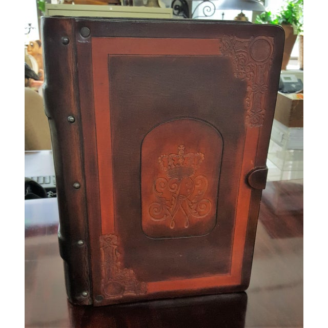 Traditional Leather and Wood Embossed Cigar Box For Sale - Image 9 of 9