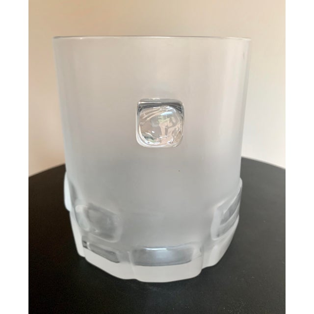 1950s Antique Hand Blown Brutalist Glass Ice Bucket W/ Clear Relief Cut Cubical Band & Cube Handles For Sale - Image 5 of 11