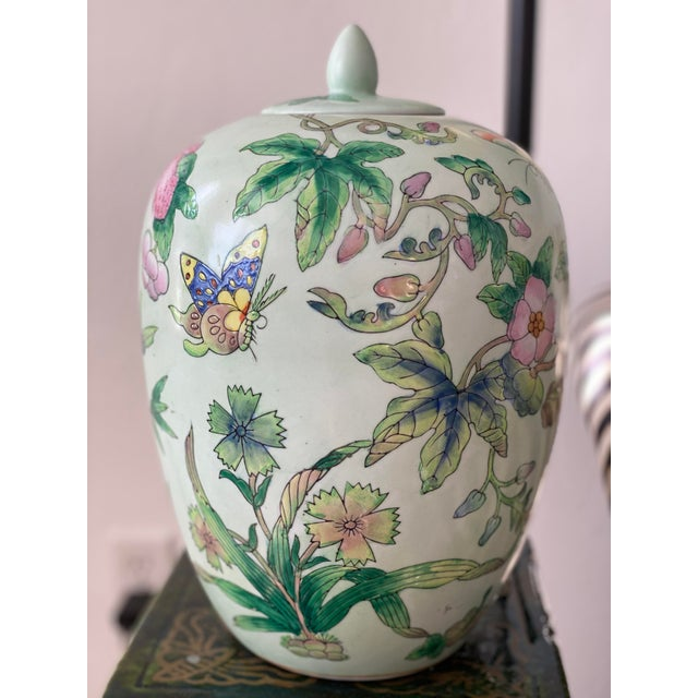 Lided Chinoiserie Strawberry and Butterfly Ginger Jar For Sale - Image 9 of 13