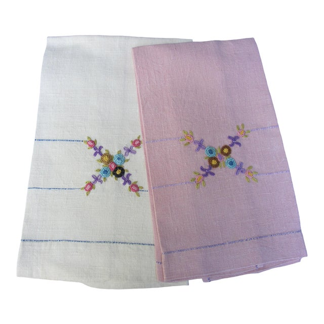 Vintage Floral Hand Embroidered Linen Guest Hand Towels - a Pair For Sale