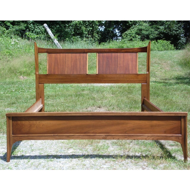 1960s Vintage Mid Century Modern Walnut Kent Coffey Town House Double Full Bed Frame For Sale - Image 5 of 13