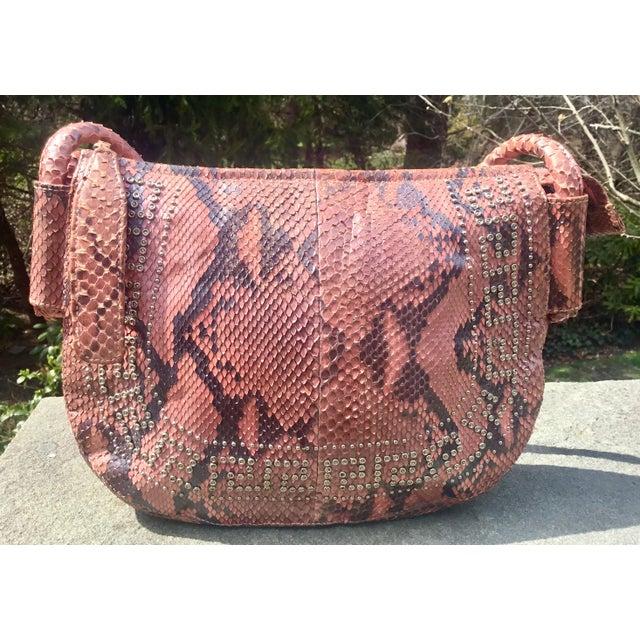 Versace 1990s Gianni Versace Iridescent Pink Python Shoulder Bag For Sale - Image 4 of 12