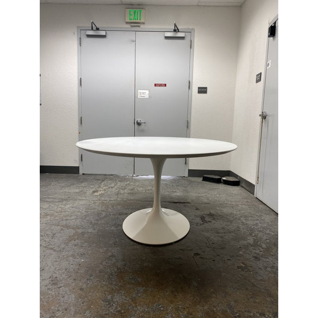 Eero Saarinen Rove Concepts Tulip White Lacquered Table For Sale - Image 4 of 13