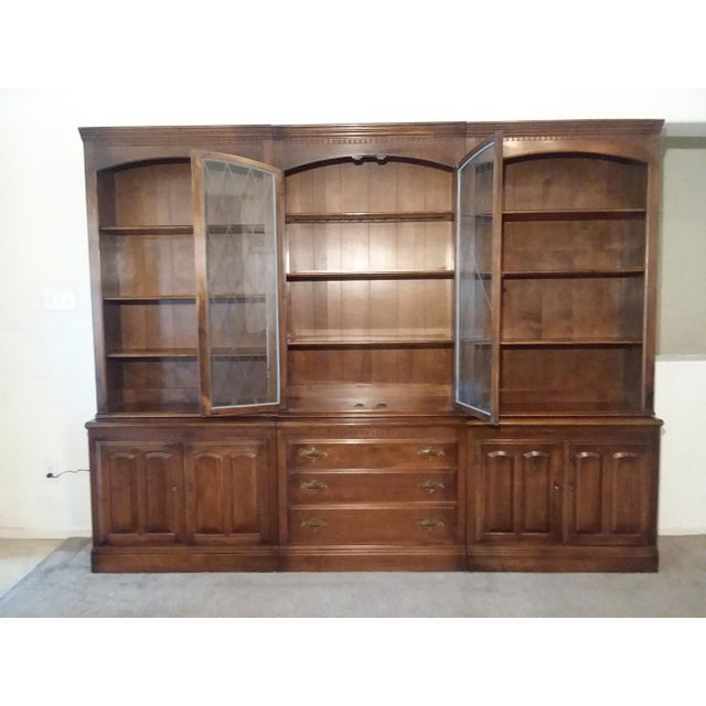 A handsome 6 piece Bookcase Wall Unit by Ethan Allen, circa 1960's.This wall unit which features three upper cornice...