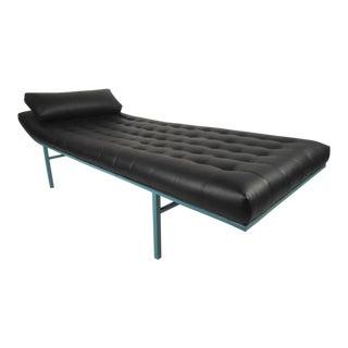 Modern Chaise Longue