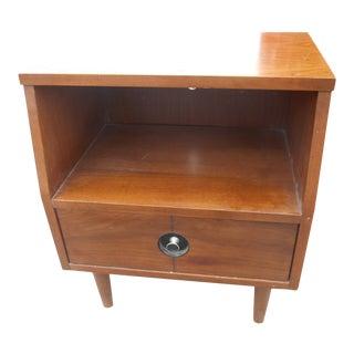 1960s Mid-Century Danish Modern Stanley FinnLine Walnut 1-Drawer Nightstand For Sale