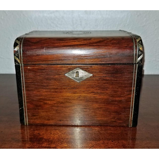 Early 19c Irish Mahogany Single Tea Caddy With Armorial Crest For Sale In Dallas - Image 6 of 13