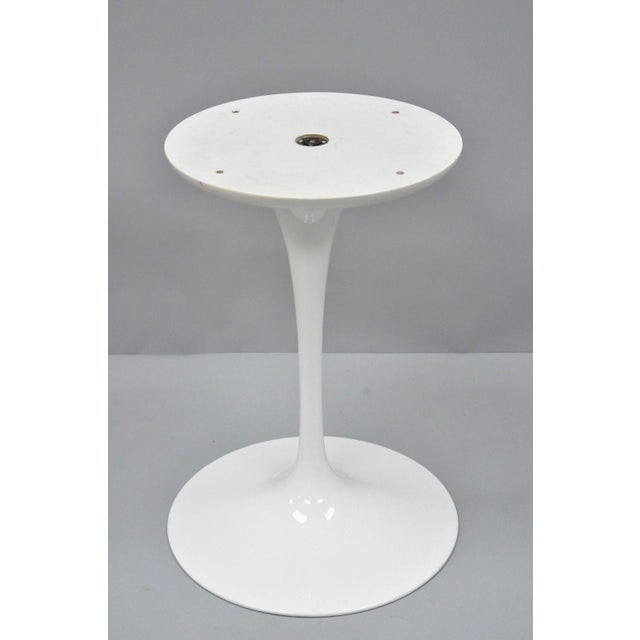"""Contemporary Modern White Saarinen Style Tulip Base 47"""" Round Dining Table For Sale In Philadelphia - Image 6 of 12"""
