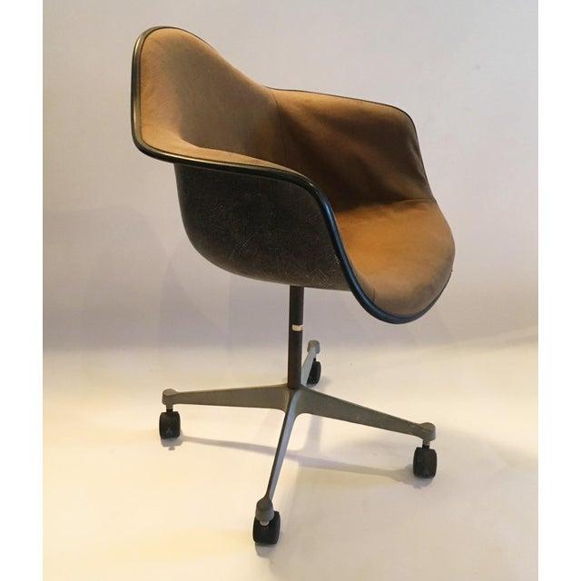 Herman Miller Brown Shell Chair on Wheels - Image 3 of 6