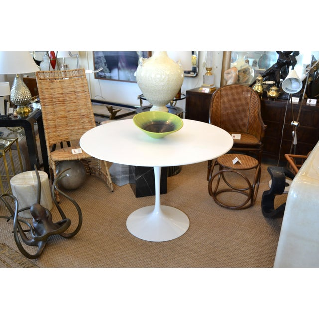 Original Eero Saarinen Round Antique White Laminated Tulip Dining Table Knoll For Sale - Image 12 of 13