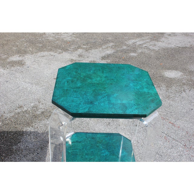 1970s Mid-Century Modern Green Emerald Burwood and Lucite Accent Table For Sale In Miami - Image 6 of 13