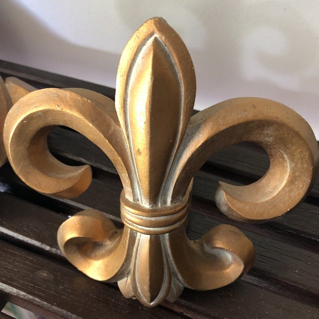 Neoclassical 1970s Neoclassical Fleur De Lis Wooden Rod Holders - a Pair For Sale - Image 3 of 6