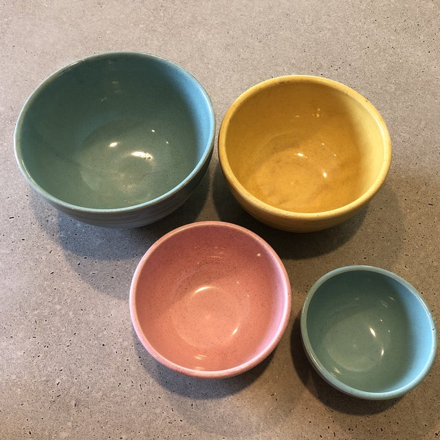 Nice set of four nesting bowls circa 1958. McCoy 'Oven Proof' line. Turquoise, pink and yellow. Some manufacturing flaws (...