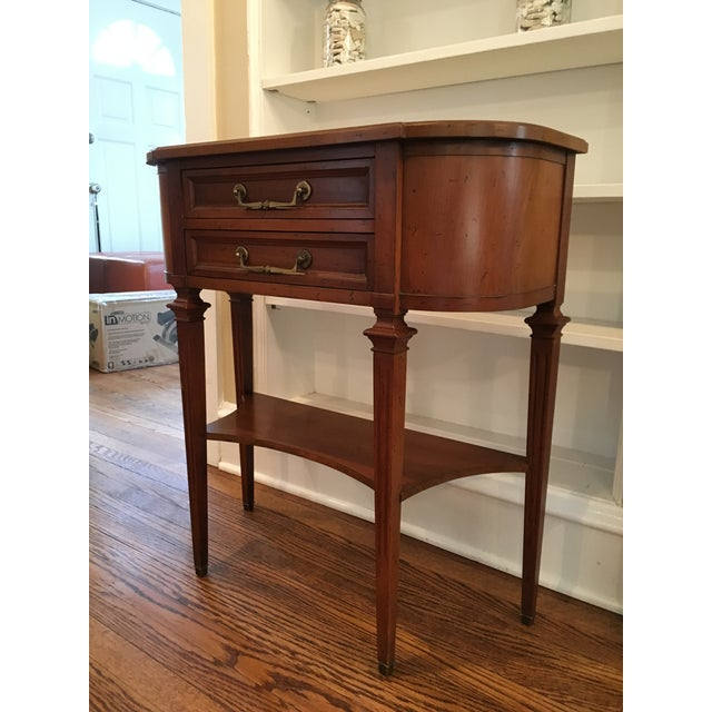 Traditional Hekman Wood Accent Table For Sale - Image 3 of 10