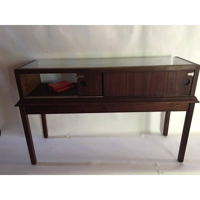 Traditional Custom Mahogany Display Case or Vitrine for Collections or Artifacts For Sale - Image 3 of 8