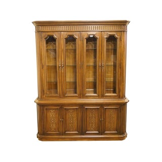 Late 20th Century Vintage Thomasville Furniture Corinthian Collection China Cabinet For Sale