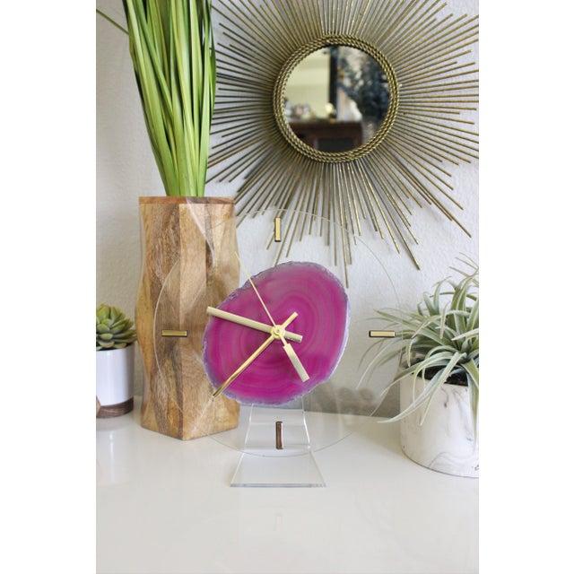 Modern Fuchsia Pink Agate & Acrylic Clock - Image 4 of 6