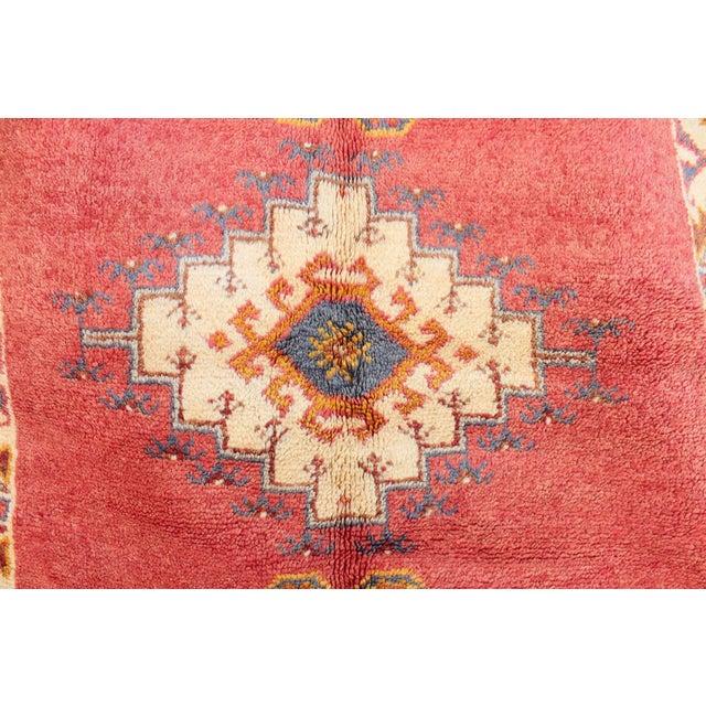 """Tribal Taznakth Vintage Moroccan Rug - 4'1"""" x 6'6"""" For Sale - Image 3 of 3"""