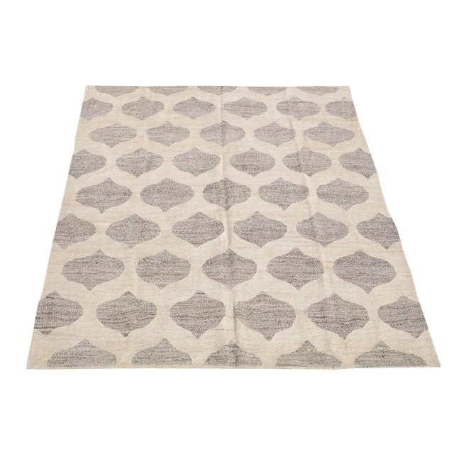 Modern Soft Geometric Turkish Wool Kilim Gray and Ivory- 7′10″ × 9′11″ For Sale