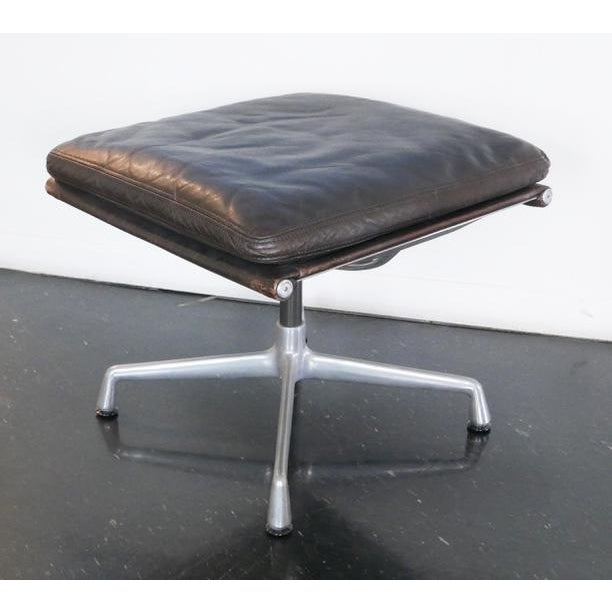 1960s Eames Aluminum Group Lounge Chair & Ottoman For Sale - Image 5 of 8