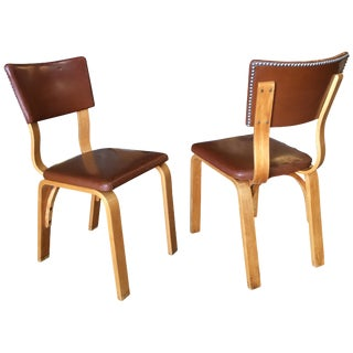Mid-Century Modern Bentwood Side Chair Pair With Nailhead Back by Thonet For Sale