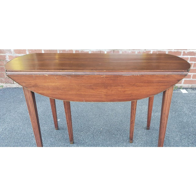 Hollywood Regency 20th Century Mahogany Regency Style Brass Edge Drop Leaf Dining Room Table W/ 4 Leaves C1950 For Sale - Image 3 of 13