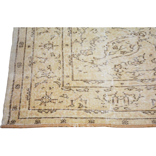 "1960s Vintage Turkish Hand Knotted Whitewash Organic Wool Fine Weave Rug,7'x9'8"" For Sale - Image 5 of 6"
