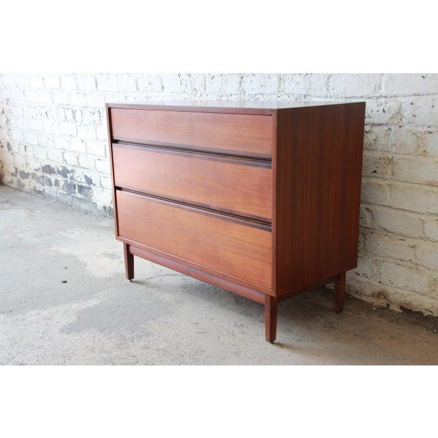 Calvin Furniture Kipp Stewart for Calvin Furniture Mid-Century Modern Walnut Bachelor Chest, 1950s For Sale - Image 4 of 12