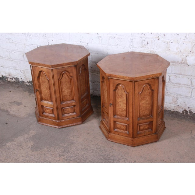 Hollywood Regency Mastercraft Mid-Century Hollywood Regency Burl Wood Cabinet Side Tables - a Pair For Sale - Image 3 of 9