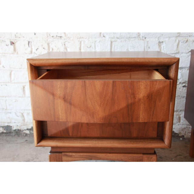 Brown Mid-Century Modern Diamond Front Nightstands by United - A Pair For Sale - Image 8 of 10