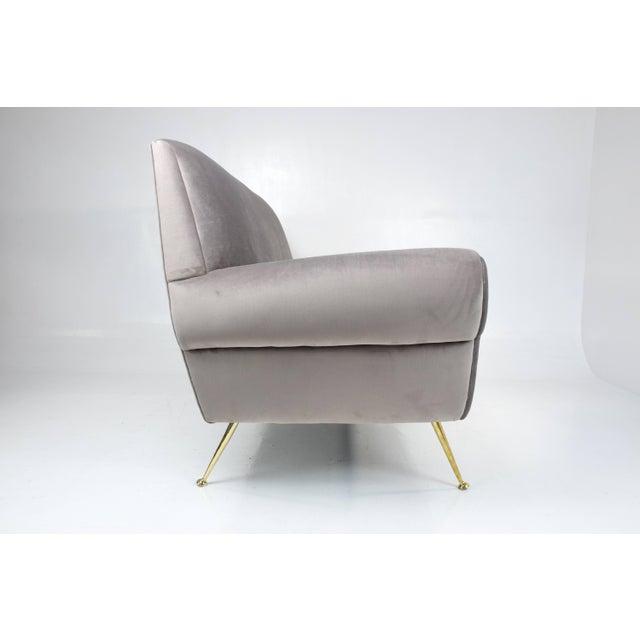 Mid 20th Century Italian Mid-Century Modern Velvet Sofa by Gigi Radice for Minotti, 1950s For Sale - Image 5 of 13