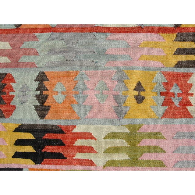 "Vintage Turkish Kilim Rug - 5'6"" x 8'1"" For Sale In Houston - Image 6 of 11"