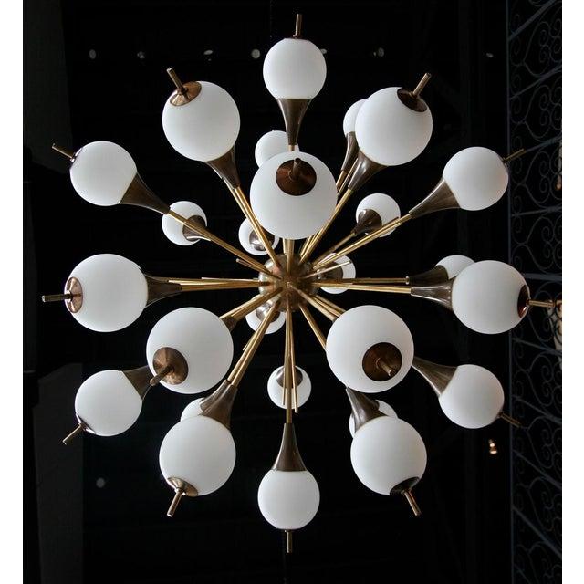White 1960s Italian Brass Sputnik Chandelier With White Balls For Sale - Image 8 of 12