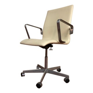Authentic Arne Jacobsen for Fritz Hansen Oxford Rolling Office Chair in White Leather For Sale