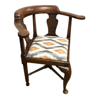 18th Century English Traditional Corner Chair For Sale