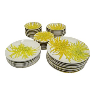 1950s Chrysanthemum Dinnerware Set by Ernestine Ceramiche, Salerno Italy - Set of 39 For Sale