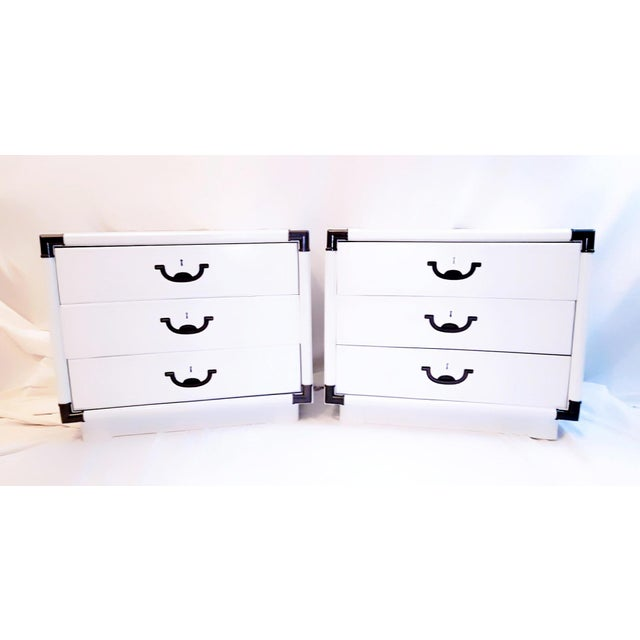 1960s Drexel Accolade White Lacquered Campaign Nightstands - a Pair For Sale - Image 11 of 12