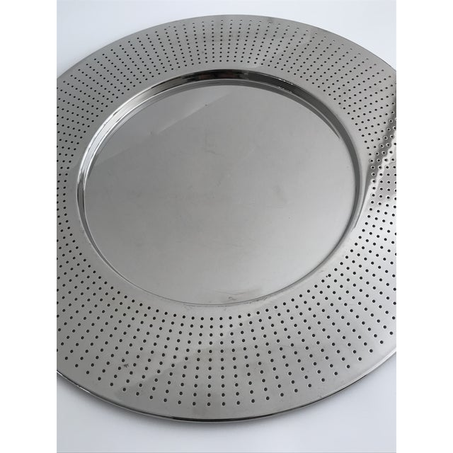A round mirror polished stainless steel 18/10 tray from Alessi. The tray was designed in 2002 by Francesca Amfitheatrof....