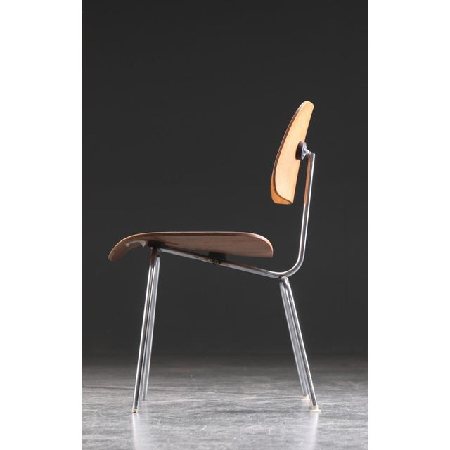 Herman Miller DCM Dining Chair by Charles & Ray Eames for Herman Miller, 1955 For Sale - Image 4 of 9